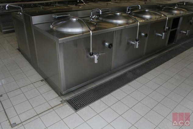 ACO MODULAR típusú rozsdamentes rácsos folyóka rendszer