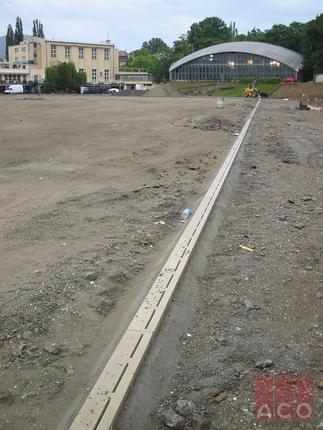 Vasas Sportpálya vízelvezetése SPORT résfolyókával
