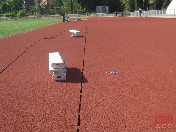 AZ ACO SPORT rendszere a Nemzetközi Olimpiai Bizottság által jóváhagyott és javasolt rendszer. 1972 óta megépített olimpiai versenystadionokba ACO SPORT rendszer került beépítésre.
