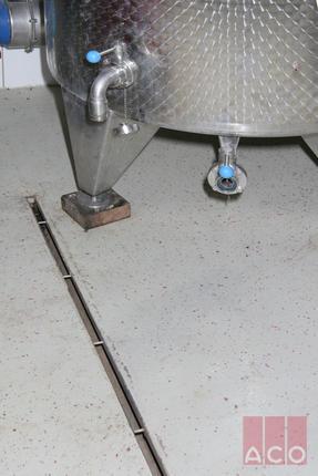 Az ACO Modular 20 típusú rozsdamentes résfolyóka rendszer tökéletes megoldást kínál, ahol a technológiából adódóan jelentős mennyiségű hordalék anyaggal nem kell számolni. Tisztítani az összefolyó egységeken keresztül egyszerűen lehet.
