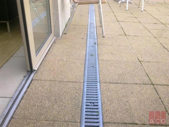 ACO ProfiLine horganyzott acél perforált oldalú teraszfolyóka rendszer
