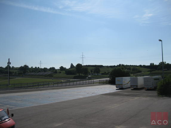 Monoblock típusú folyóka a kamionparkoló vízelvezető rendszere