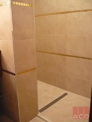 Rozsdamentes zuhanyfolyóka