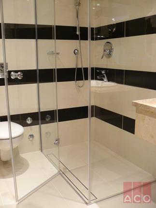 Zuhanykabin vízelvezetése burkolt ACO Zuhanyfolyókával