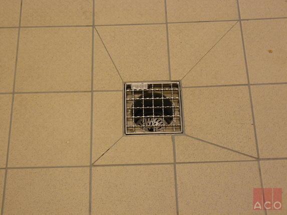EG 200 típusú rozsdamentes padlóösszefolyó csúszásmentes hálós ráccsal