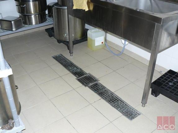 Konyha vízelvezetése ACO Rozsdamentes rácsosfolyókával