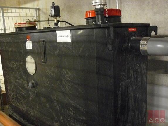 Konyha zsíros szennyvizének tisztítása ACO Zsírleválasztóval