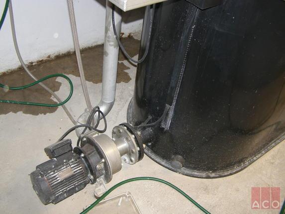 Hydrojet OAE NG típusú teljesen automatizált zsírleválasztó berendezés kinyomó pumpa egysége a Győri Árkád bevásárlóközpontban