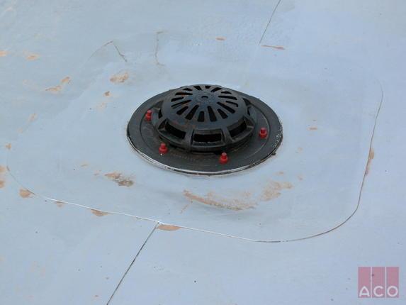 Paksi Atomerőmű tető összefolyói öntöttvasból