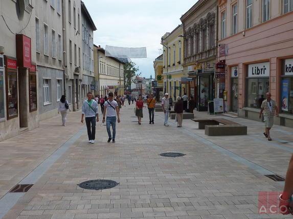 Az EKF programban felújított sétáló övezetben Pécs város címerével ékesített ACO CityTop típusú fedlapok kerültek beépítésre. A pontszerű vízelvezetést az ACO 300x500  mm méretű víznyelői biztosították.