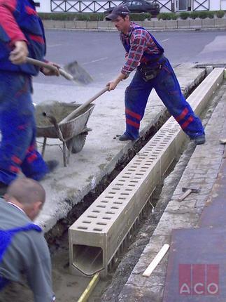 Nagybani piac Monoblock folyóka beépítés közben.